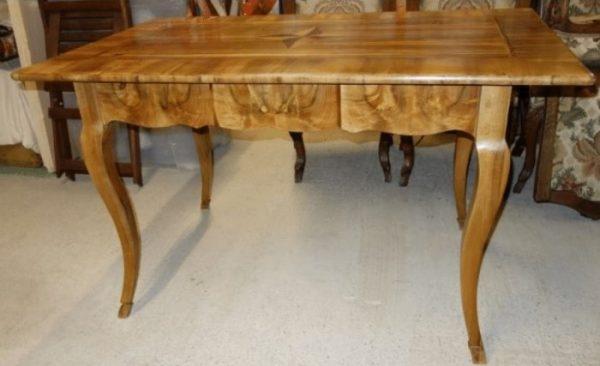 Salon Tisch 19 jahrh.
